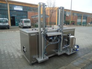 MultiClean-2 (Pesu-Vacuum) takaa, pussisuodatin pesuvaiheessa sekä pesukorin paineilma-agitointi